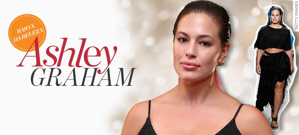 Ashley Graham aposta em make total glossy